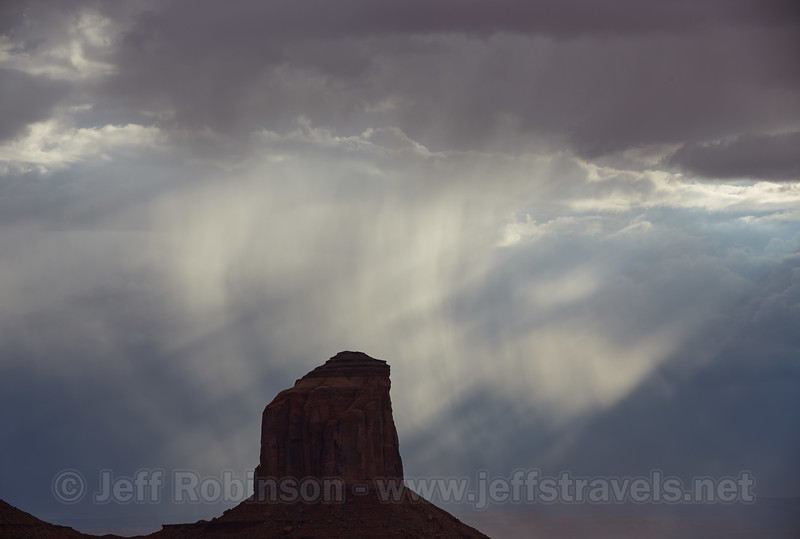 (9/7/2013, Visitor Center, Monument Valley Navajo Tribal Park, 2013 Utah)<br /> EF70-200mm f/2.8L IS II USM @ 102mm f/8 1/500s ISO200