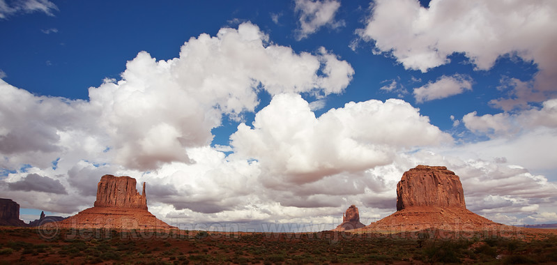 (9/10/2013, the valley drive, Monument Valley, 2013 Utah)<br /> 15-30mm @ 16mm f/8 1/800s ISO200