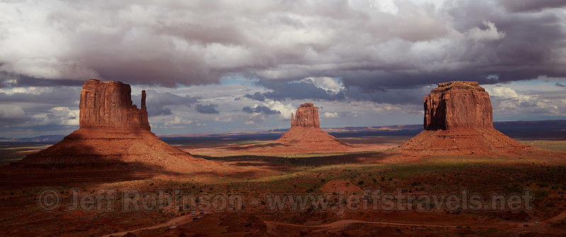 (9/10/2013, Photographers View, Visitor Center, Monument Valley, 2013 Utah)<br /> EF24-105mm f/4L IS USM @ 32mm f/8 1/500s ISO200