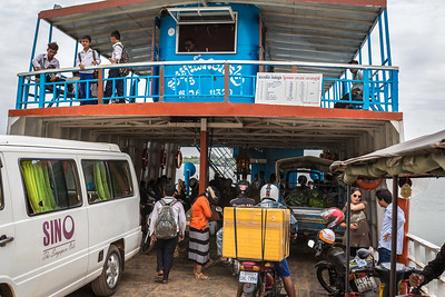 Ferry to Kampong Chamlong Ronaes