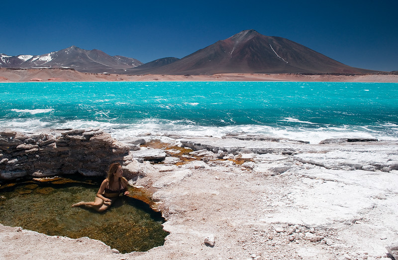 Termas en la Laguna Verde, frontera entre Argentina y Chile cruce de San Francisco,  Catamarca. Argentina