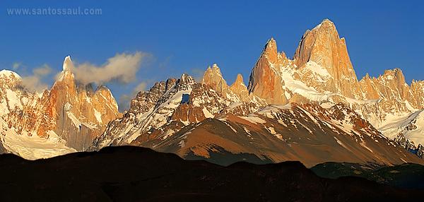 Cerro Torre (3.133 msnm) y Fitz Roy, (3375msnm), Parque Nacional de Los Glaciares, Patagonia Argentina.
