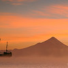 Amanecer desde la Ciudad de Puerto Varas, Lago Llanquihue, Volcan Osorno al Fondo,Patagonia Chilena