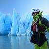 Kayak frente al Glaciar Grey, Parque Nacional Torres del Paine. Patagonia Chilena