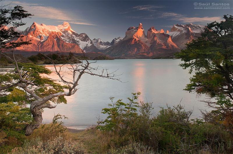 Amaneciendo en El Parque Nacional Torres del Paine, Patagonia Chilena