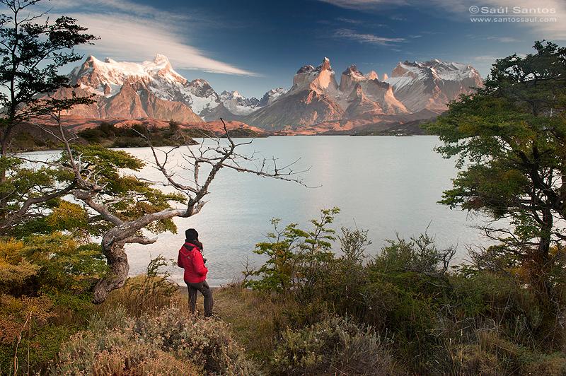 Amanecer en el Parque nacional de Torres del Paine. Patagonia Chilena
