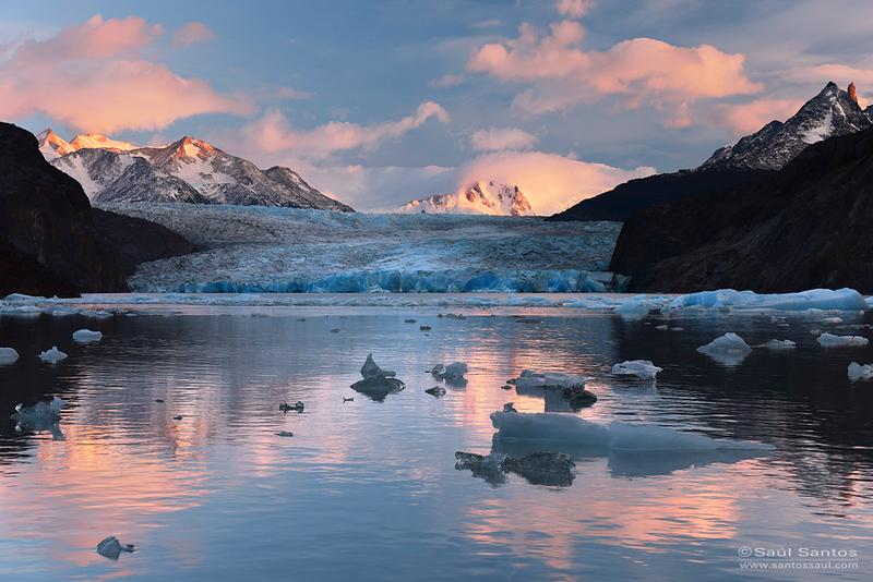 Amanecer sobre el Glaciar Grey, Parque Nacional Torres del Paine, Patagonia Chilena