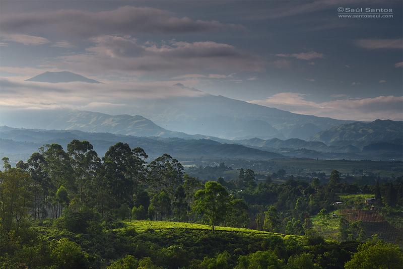 Volcanes de Purace, desde el valle del Cauca. Colombia