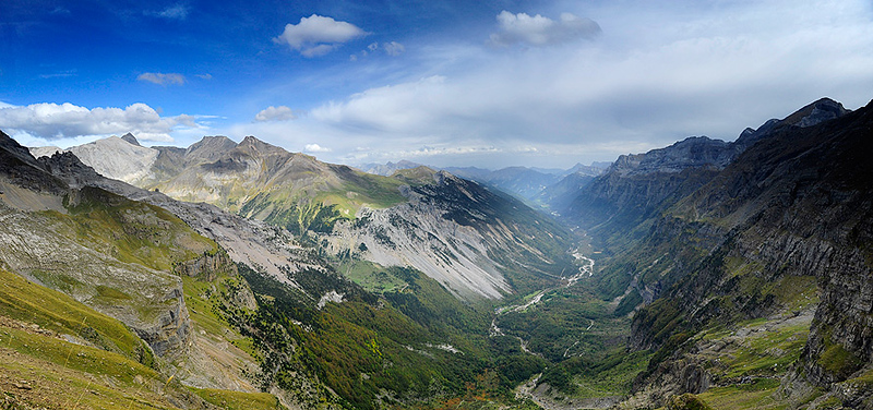 Pirineos, Parque Nacional de Ordesa,  Panoramica del Valle Pineta, camino Balcon de Pineta