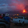 Vecinos de la zona observan con preocupación el volcán desde la Montaña de La Laguna.