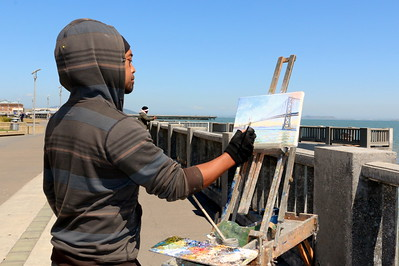 I met this painter along the San Francisco waterfront. He was painting a picture of the San Francisco-Oakland Bay Bridge. He was kind enough to let me take his photo and ask him some questions.  One of his responses which stood out to me was: Q: What's the most important thing to you? A: Living life to the fullest.  My few minutes with him were so interesting and insightful.  サンフランシスコのウォーターフロントで出会った画家。 サンフランシスコ・オークランド・ベイブリッジを描いていた。 写真をとっていいか聞くと、彼は快く受け入れてくれ、質問にも答えてくれた。その中で印象的だった言葉。  Q: あなたにとって何が一番大事? A: 精いっぱい生きること。  彼との数分の会話は、とても豊かで味わい深かった。
