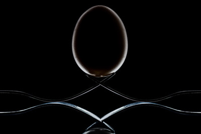 An egg and two forks
