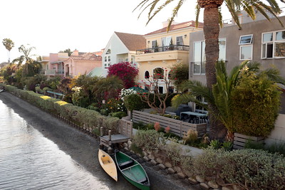 The Venice Canals Historic District. Such a unique place!  ヴェニスキャナル なんてユニークな場所!