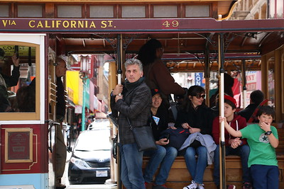 A cable car and a stylish man…..how picturesque!  ケーブルカーと洒落た男…..絵になる美しさ。