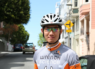 "I met him on my way from Coit Tower to Lombard Street. Alan is Taiwanese but now lives in San Francisco. He's a kind man with a gentle heart who loves his girlfriend and biking. His parting words to me were ""Enjoy SF! Stay warm.""  コイトタワーからロンバード・ストリートに行く途中に出会った台湾人のアラン。今はサンフランシスコに住んでいる。彼女と自転車を愛する心優しき男性。彼の別れの言葉『サンフランシスコ楽しんで!温かくしてね♪』"