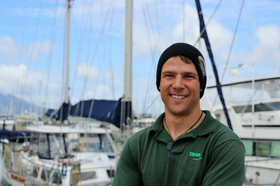 Ian is a deckhand on Alcatraz cruises. How perfect he is for the job!  イーアンは、アルカトラズクルーズの甲板員。 まさに船が似合う男性という印象だ。