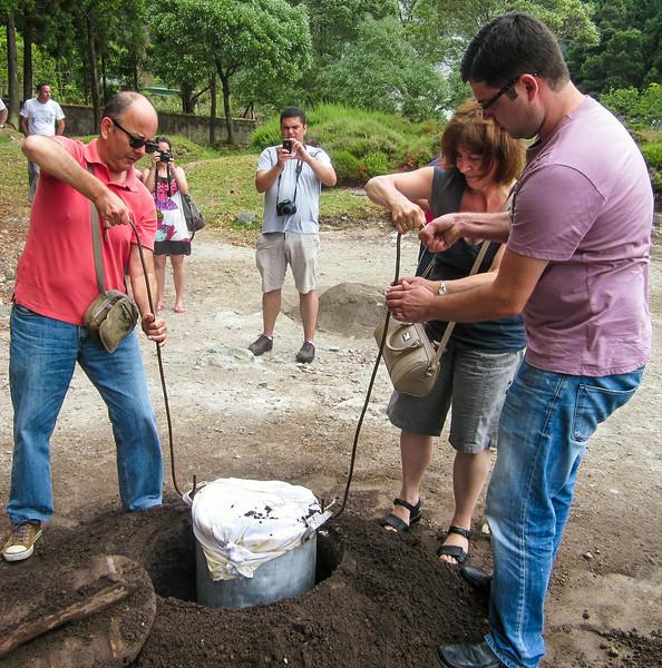Furnas - cooking food underground