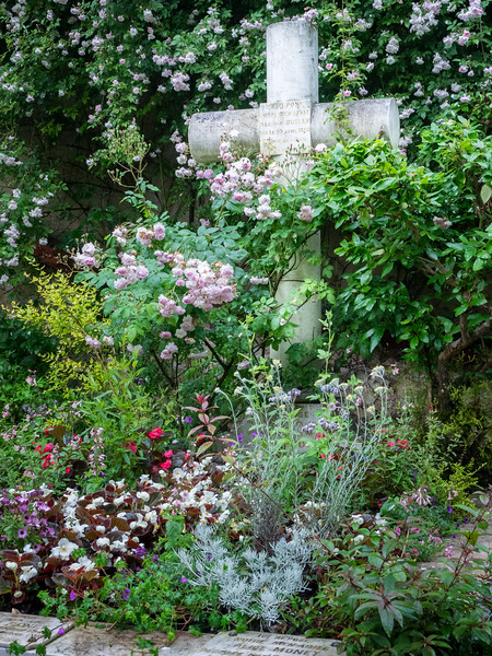 Giverny: The Monet Family Grave