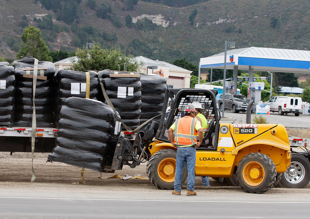 . Construction continues on Highway One at Rio Road in Carmel on Tuesday, August 28, 2018.  (Vern Fisher - Monterey Herald)