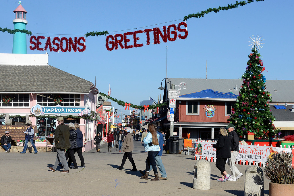 . Holdiay shoppers at Monterey\'s Fisherman\'s Wharf on Monterey, Dec. 18, 2017.  (Vern Fisher - Monterey Herald)