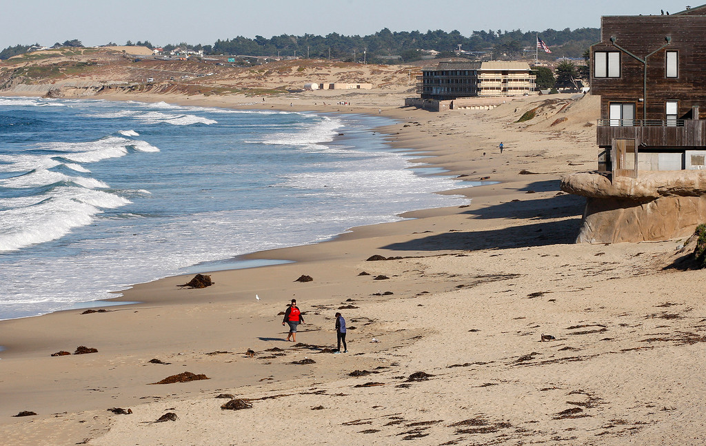 . Clear conditions for beach goers at Del Monte State Beach in Monterey on Thursday, Dec. 21, 2017.  (Vern Fisher - Monterey Herald)