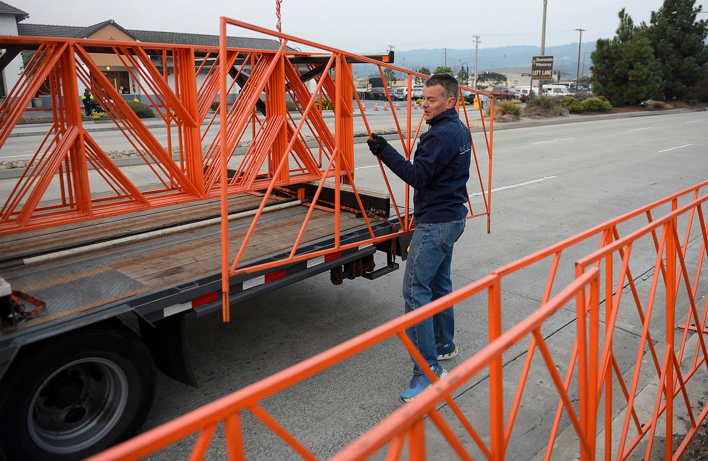 . Start line director Bill Evans removes barricades from Del Monte Avenue in Monterey on Sunday, November 11, 2018.  The Big Sur Half Marathon was cancelled due to poor air conditions from the Camp Fire in northern California.  (Vern Fisher - Monterey Herald)