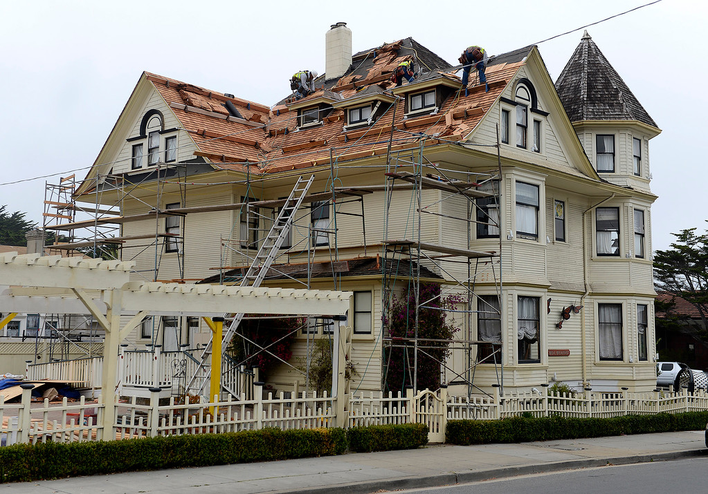 . A new roof being installed at the Pacific Grove Inn on Pine Avenue and Forest Avenue in Pacific Grove on Wednesday, September 26, 2018.  (Vern Fisher - Monterey Herald)