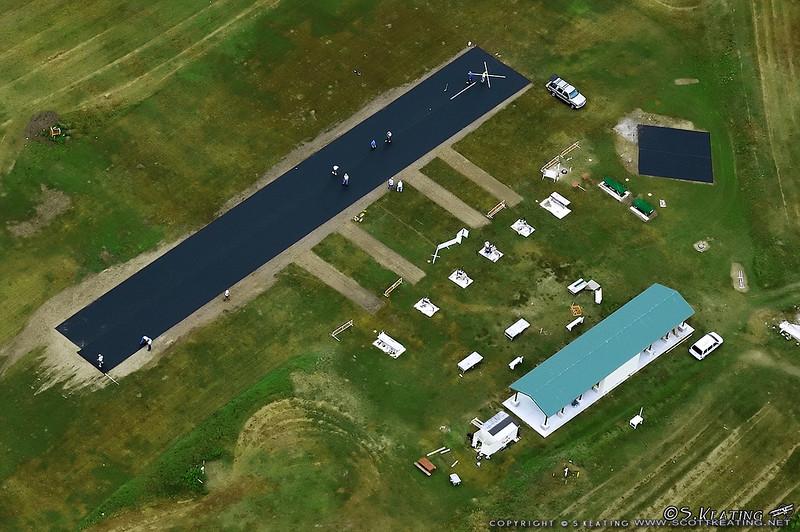 Installing the new runway, November 2005