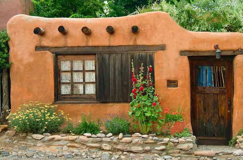 NM-09 Adobe Casita in Santa Fe