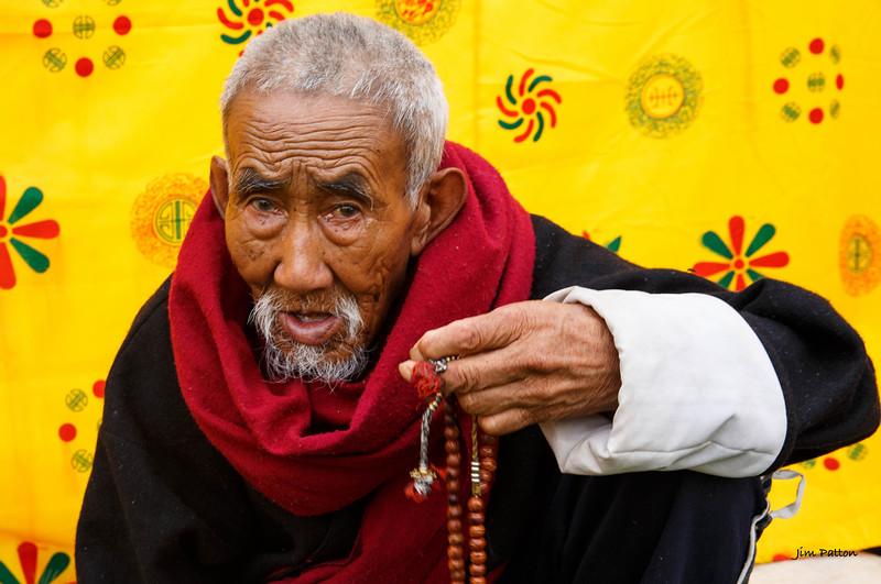 Senior praying at Jambay Lhakhang (Jakar)