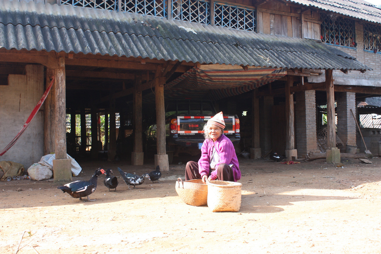 Old Jinuo lady