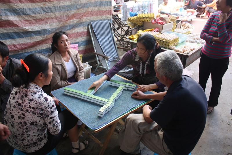 Ganlanba, playing mahjong