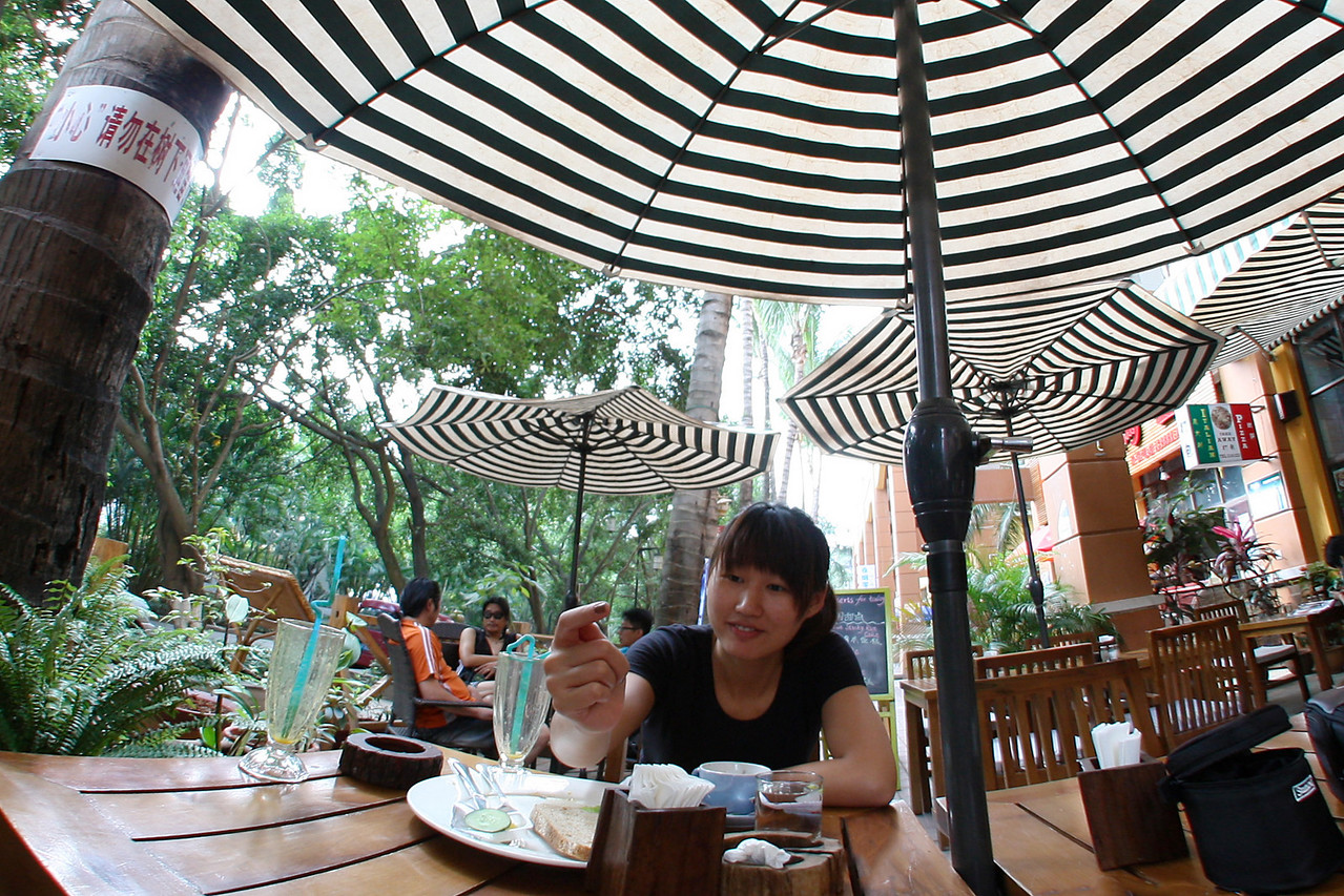 Jinghong, MeiMei cafe, taking a rest