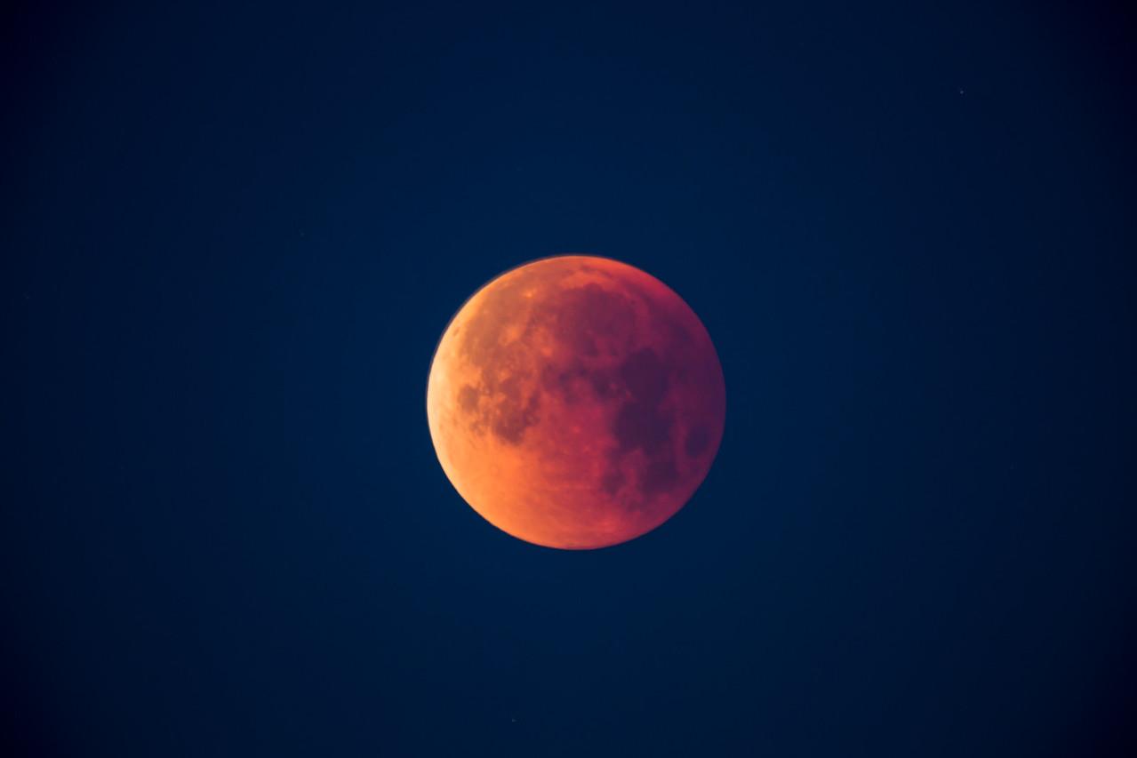 The totally eclipsed moon on January 31, 2018. Taken at Standard Wash BLM area, south of Lake Havasu City, Arizona, USA.