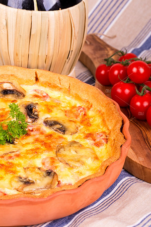 Savoury quiche with Chianti