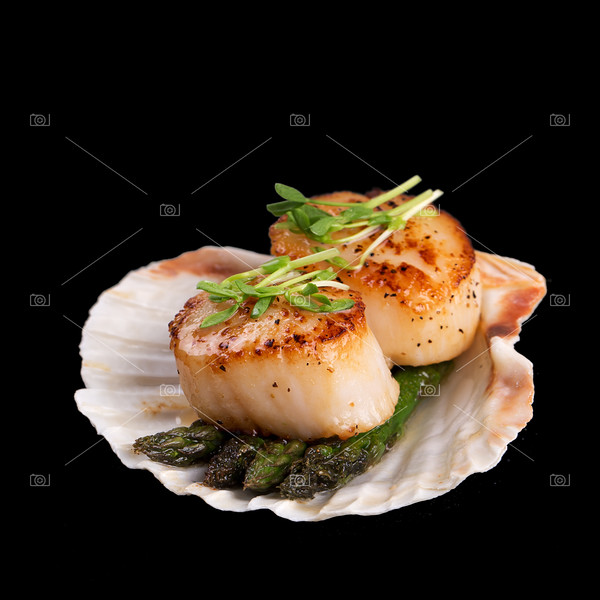 Seared scallops over black