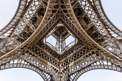 The Geometry of Le Eiffel