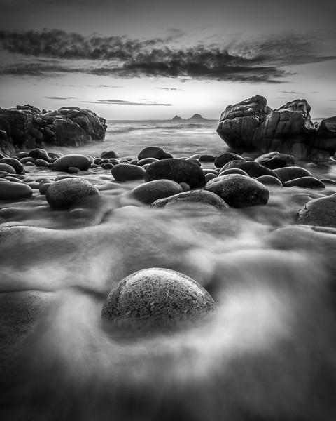 Nanven round boulder