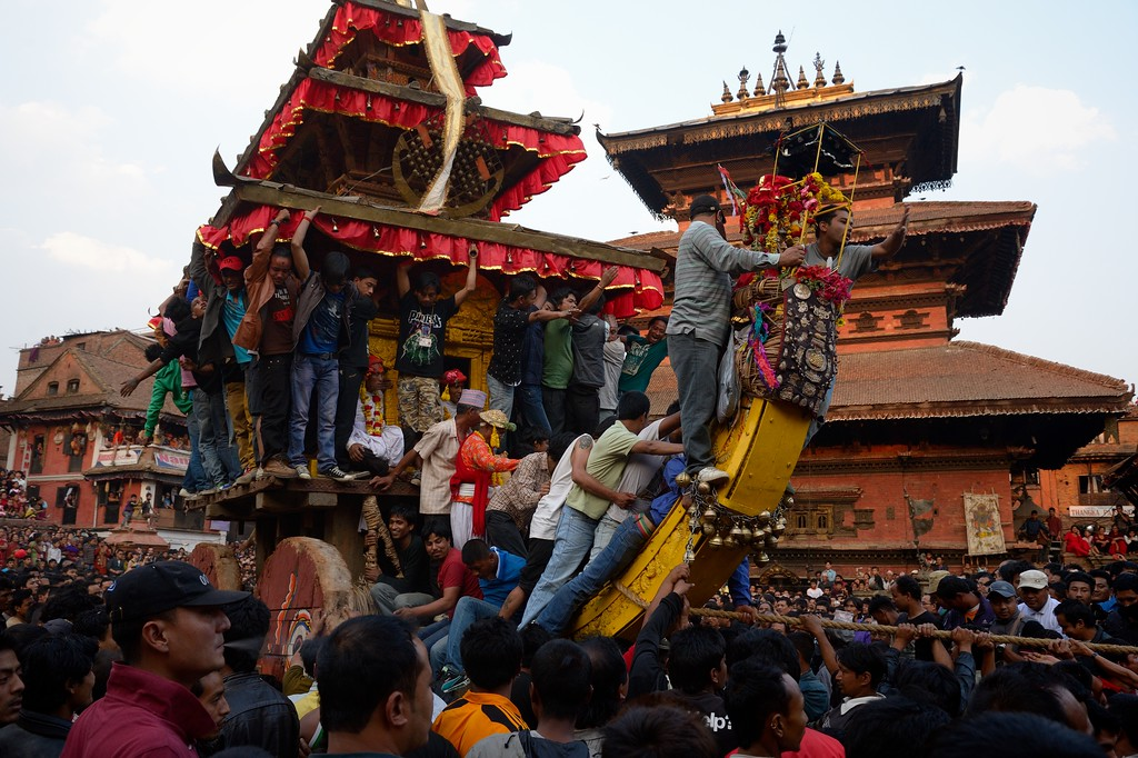 First day of Bisket Jatra: men from the two parts of Bhaktapur (up and down) contesting Bhairab's chariot