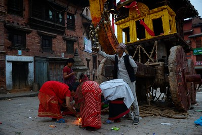 lighting a lamp and playing the gilded bells is a common way to pay homage