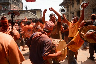 Sindur Jatra: playing, singing and dancing is the main joy of the festival