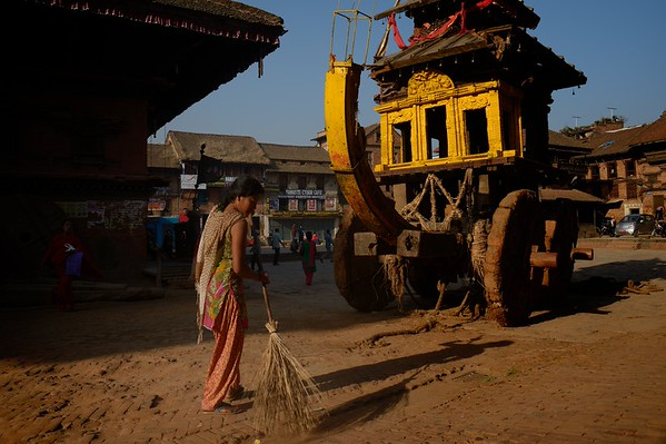 cleaning up the street in front of the chariot: no holy object stand on the chariot anymore, nobody comes to worship.... it is the end