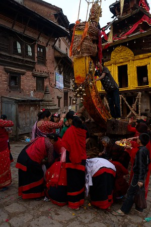 worshiping at Bhairab chariot