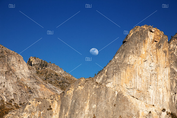 Yosemite moonrise