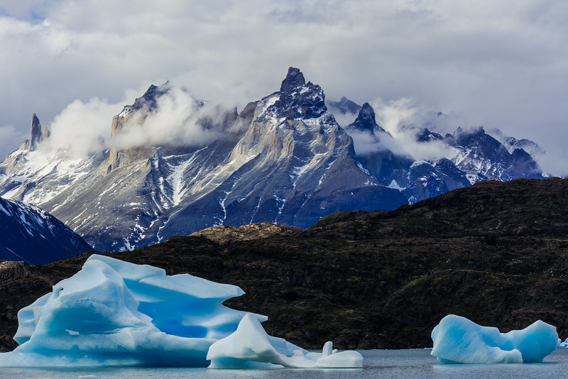 WAb2316 Icebergs, Grey Lake & Paine Massif, Torres del Paine NP, Chile