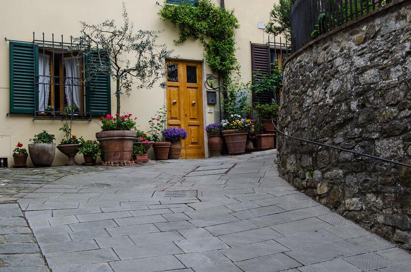 WBb536 - Courtyard, Castellina in Chianti, Italy