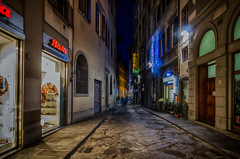 WBb446 - City Street at Night, Cortona, Italy