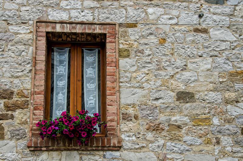 WBb562 - Windowbox, Castellina in Chianti, Italy