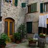 WBb519 - Courtyard, Castellina in Chianti, Italy