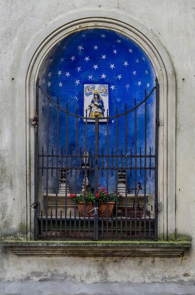 WBb1128 - Religious Nicho, Cortona, Italy